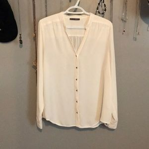 Tops - Beautiful White Button Up Blouse